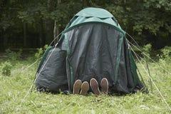 Sikt av fot i tält fotografering för bildbyråer