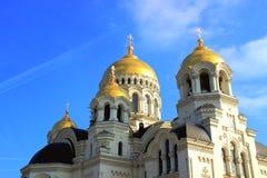 Sikt av fragmentet domkyrkan med guld- kupoler Royaltyfri Foto
