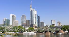 Sikt av Frankfurt - f.m. - strömförsörjning, Tyskland Royaltyfri Foto