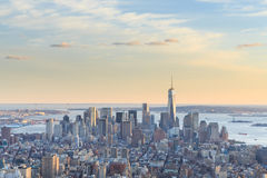 Sikt av Freedom Tower och den i stadens centrum Manhattan horisonten Royaltyfria Foton