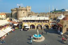 Sikt av fyrkanten för Rhodes den gamla stadsmitt Royaltyfria Foton