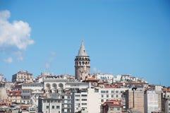Sikt av galataområdet och Galata Kulesi, Istanbul, Turkiet Fotografering för Bildbyråer
