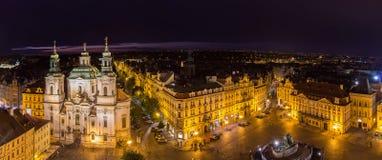 Sikt av gamla stads fyrkant i Prague Arkivfoto