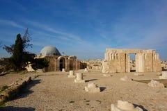 Sikt av gammal Umayyad slott, en av de väl bevarade byggnaderna på Jabal al-Qal` a, den gamla roman citadellkullen av capitaen fö royaltyfri bild