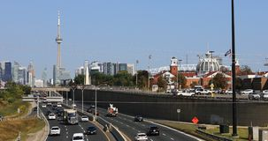 Sikt av Gardiner Expressway i Toronto, Kanada 4K stock video