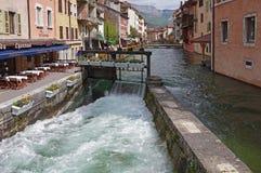 Sikt av gatan i stadsmitt av Annecy Fotografering för Bildbyråer