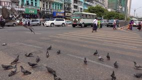 Sikt av gatan i Yangon, Myanmar lager videofilmer