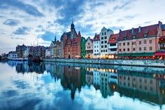 Sikt av Gdansk den gamla staden och Motlawa floden, Polen Royaltyfri Fotografi