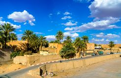 Sikt av Ghardaia, en stad i den Mzab dalen UNESCOvärldsarv i Algeriet Royaltyfri Foto