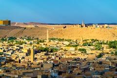 Sikt av Ghardaia, en stad i den Mzab dalen UNESCOvärldsarv i Algeriet fotografering för bildbyråer