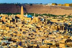Sikt av Ghardaia, en stad i den Mzab dalen UNESCOvärldsarv i Algeriet Arkivbild