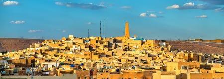 Sikt av Ghardaia, en stad i den Mzab dalen UNESCOvärldsarv i Algeriet royaltyfri fotografi