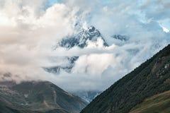 Sikt av glaciären i bergen Fotografering för Bildbyråer