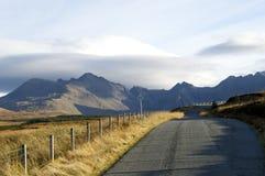 Sikt av Glen Brittle och berg Royaltyfri Bild