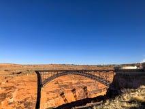 Sikt av Glen Canyon Bridge arkivbilder