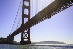 Sikt av Golden gate bridge från under Arkivbild
