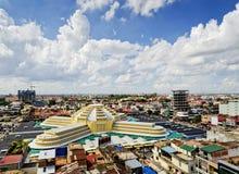 Sikt av gränsmärket för central marknad i den Phnom Penh staden Kambodja Arkivbilder
