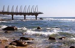 Sikt av gränsmärket Pier At Umhlanga Rocks, Durban, Sydafrika royaltyfri bild
