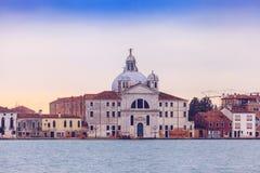 Sikt av Grand Canal och basilikan Santa Maria della Salute arkivfoton