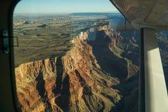 Sikt av Grand Canyon från flygplanet Arkivbild