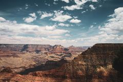 Sikt av Grand Canyon på middagen royaltyfria bilder