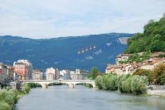 Sikt av Grenoble med kabelbilarna Arkivbilder
