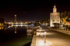 Sikt av Guadalquiviren med aftonreflexioner royaltyfria bilder