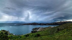 Sikt av härlig berglanscape och seascape runt om Sydamerika arkivfoton