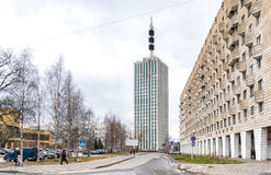 Sikt av höghus av designorganisationer i Arkhangelsk Arkivfoton