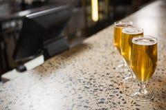 Sikt av halva liter av öl Arkivbild
