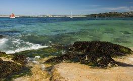 Sikt av hamnen från stranden på St, Ives Cornwall Arkivfoto