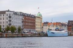 Sikt av hamnen i Köpenhamn kanal i centret, Danmark royaltyfri foto