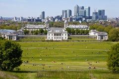 Sikt av hamnkvarter och den kungliga sjö- högskolan i London. Arkivbilder