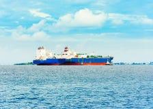 Sikt av handelsfartyg i det indiska havet, man, Maldiverna Arkivbilder
