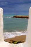 Sikt av havet, Asilah, Marocko arkivfoto