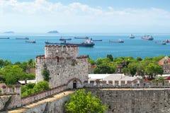 Sikt av havet av Marmara från den Yedikule fästningen i Istanbul Arkivbild