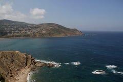 Sikt av havet från en klippa Fotografering för Bildbyråer