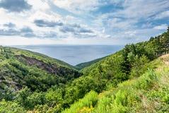 Sikt av havet från kullar av Breton Skotska högländernamedborgare P för udde Royaltyfri Bild