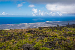 Sikt av havet från Volcanoes nationalpark, Hawaii Royaltyfria Bilder