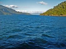 Sikt av havet och ön royaltyfri bild