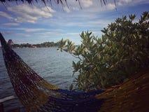 Sikt av havet och blå himmel Fotografering för Bildbyråer