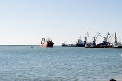 Sikt av havsporten av Berdyansk Royaltyfri Fotografi