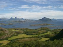 Sikt av Helgelandskysten, Norge Royaltyfri Bild