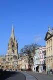 Sikt av högskolor längs storgatan, Oxford. Royaltyfri Bild