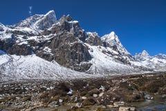 Sikt av himalayasna Awi, Cholatse, Tabuche maximum från Pherich Fotografering för Bildbyråer