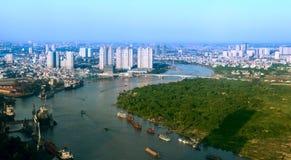 Sikt av Ho Chi Minh City från Bitexco det finansiella tornet. Arkivfoton