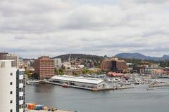 Sikt av Hobart över stranden Arkivbilder