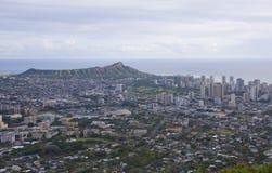 Sikt av Honolulu och diamanthuvudet arkivbild