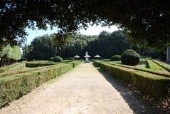 Sikt av Horti Leonini de offentliga trädgårdarna, San Quirico D ` Orcia Arkivfoton