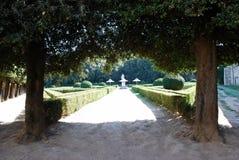 Sikt av Horti Leonini de offentliga trädgårdarna, San Quirico D ` Orcia Arkivbild